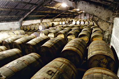 casks-in-warehouse_low