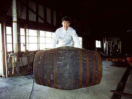 ichiro-with-cask-hi6