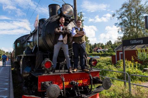 Mikael Mossvall och bryggmästare Richard Bengtsson är personerna bakom smakresorna.Foto: Mikael Göransson