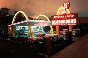 En MacDonaldsrestaurang på 1950-talet