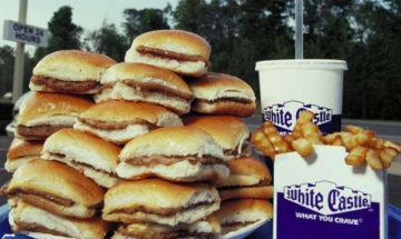 White castle hamburgare i en hög