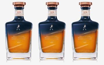 En triptyk av Johnnie Walkers Midnight blend. Tre flaskor 28-årig whisky.