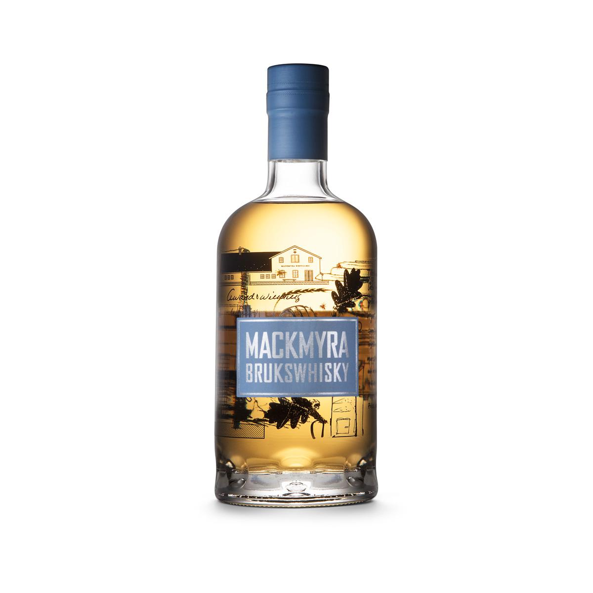 Flaskan för Mackmyra Brukswhisky. Naken, iklädd endast en liten skugga.