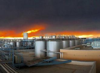 Bryggeriet Sierra Nevada i förgrunden, i bakgrunden de enorma lågorna från skogsbranden Camp fire