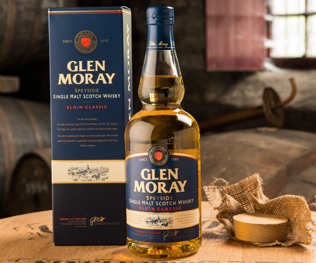 Glen Moray Elgin Classic med kartong på whiskyfat.